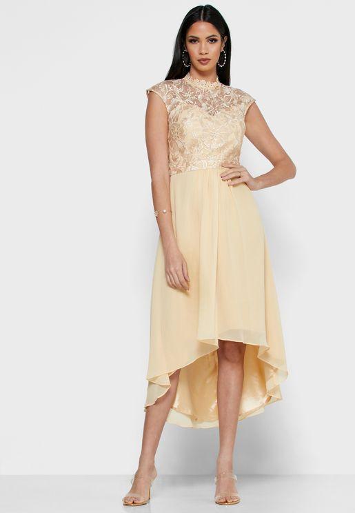 فستان دانتيل بأكمام قصيرة جدا