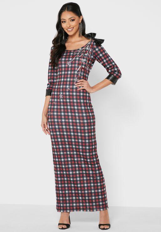 فستان بطبعات مربعات