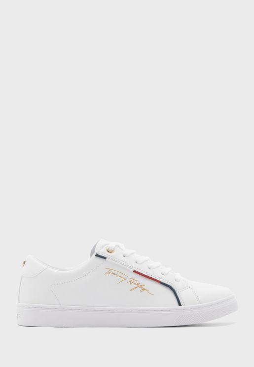 Signature Low Top Sneaker