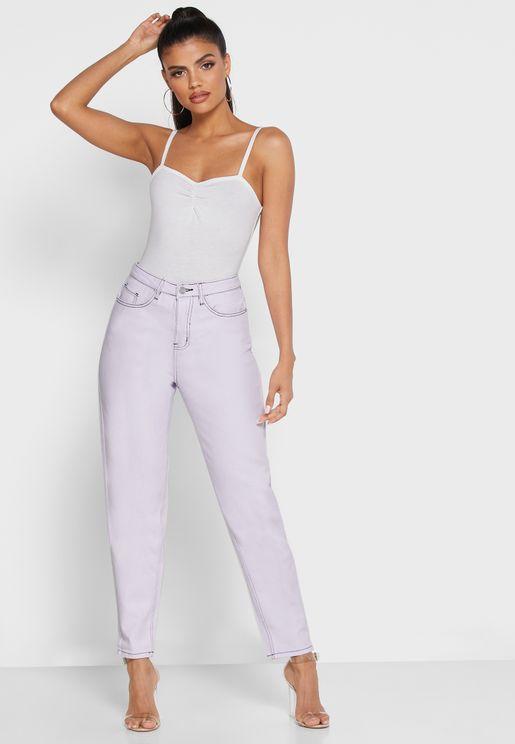 جينز مزين بغرز مغايرة اللون