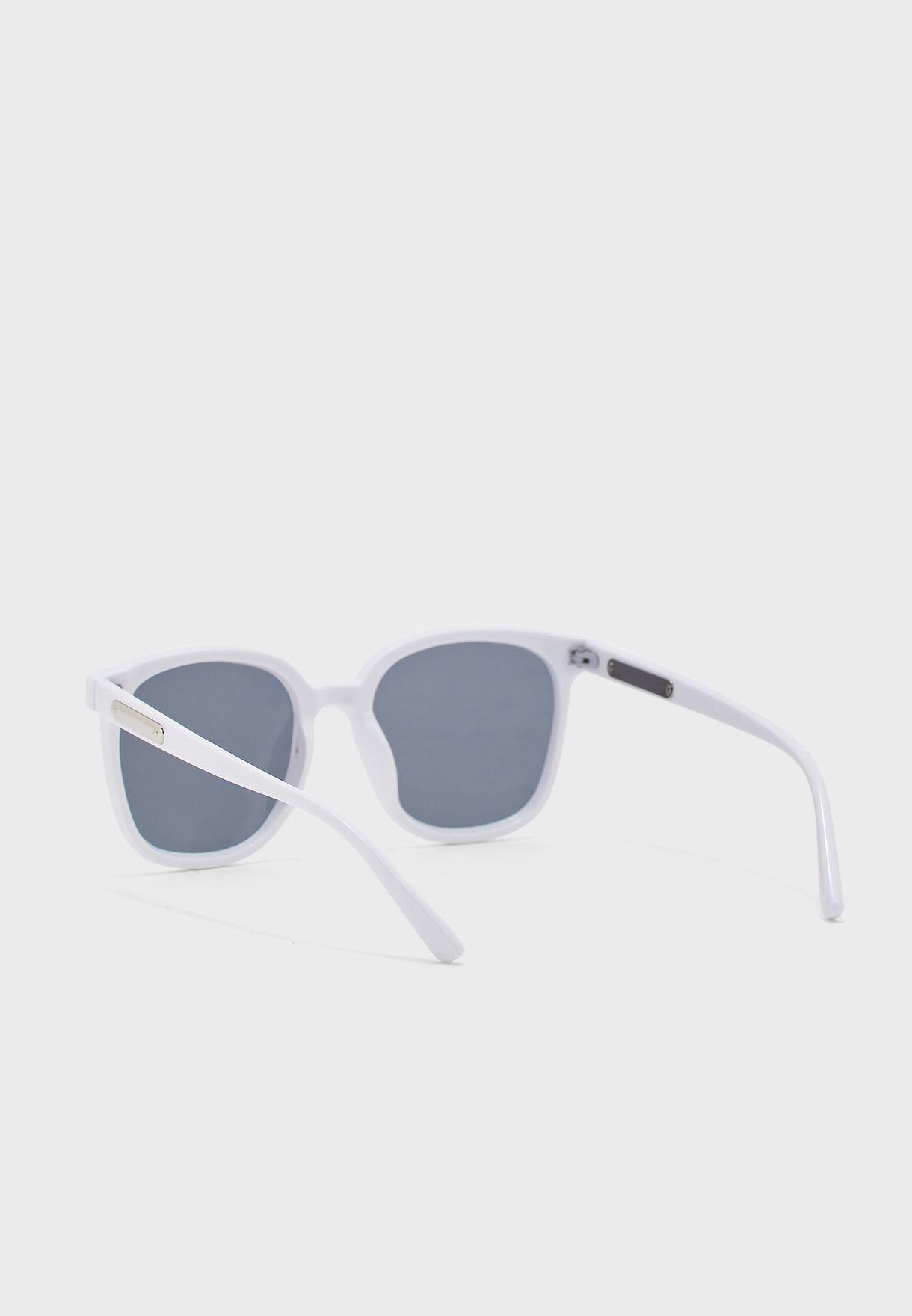 نظارة شمسية بنمط كتل الالوان