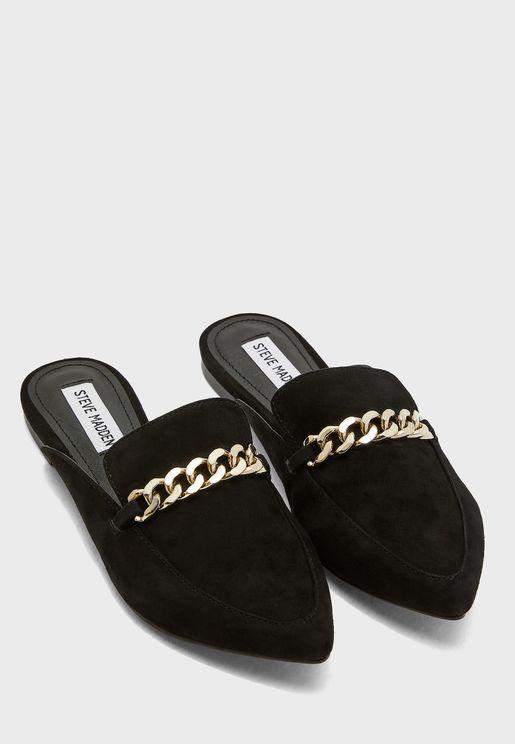 حذاء مزين بسلسلة