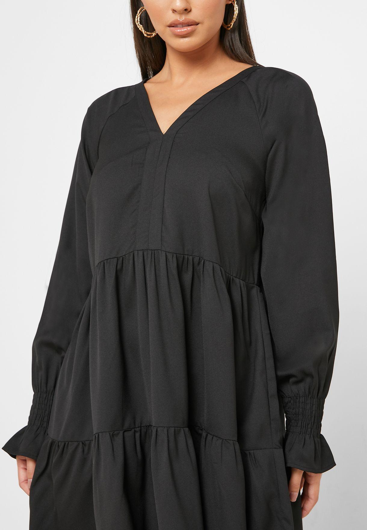 فستان بياقة نمط V