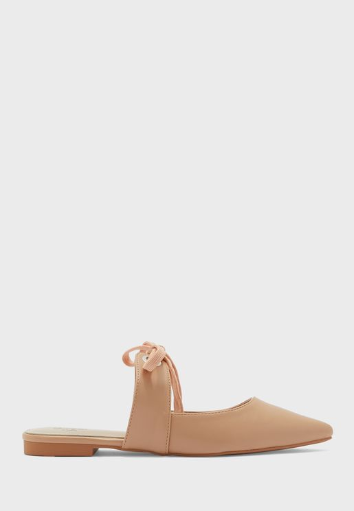 Lace Detail Pointed Flat Shoe