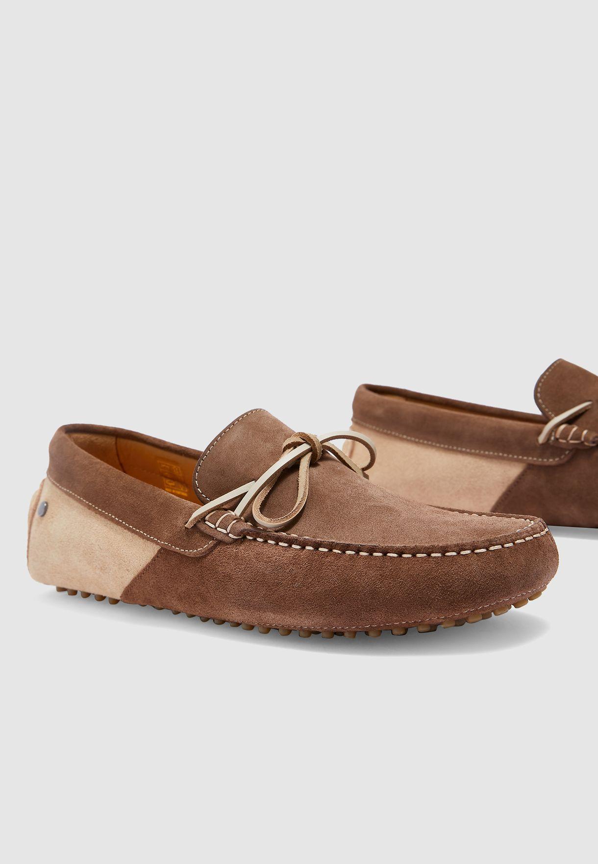 حذاء لوفر بنمط كتل الالوان