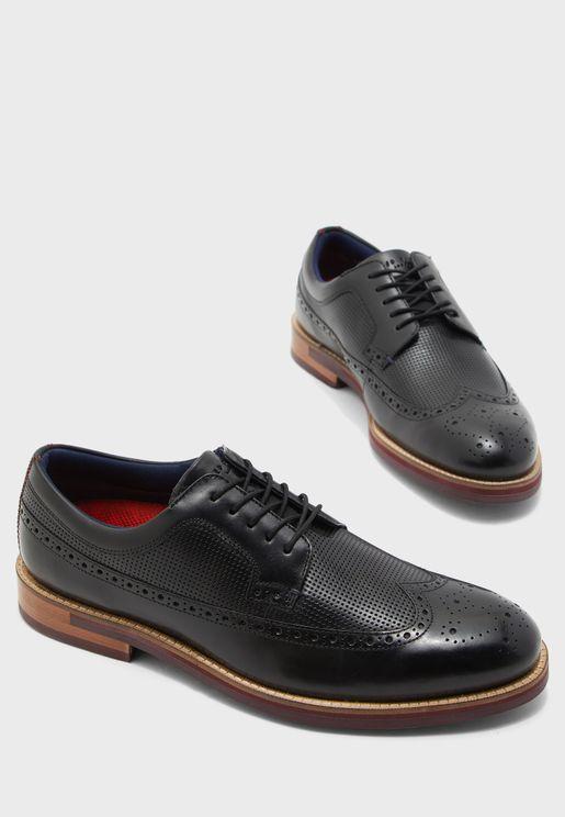حذاء باربطة للاغلاق