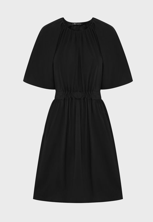 فستان بياقة دائرية واكمام منفوشة