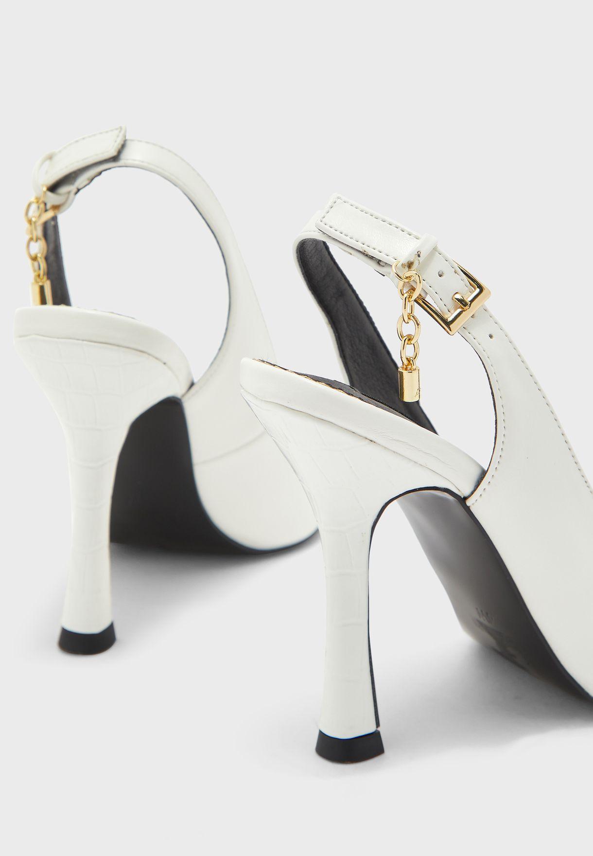 حذاء بابزيم