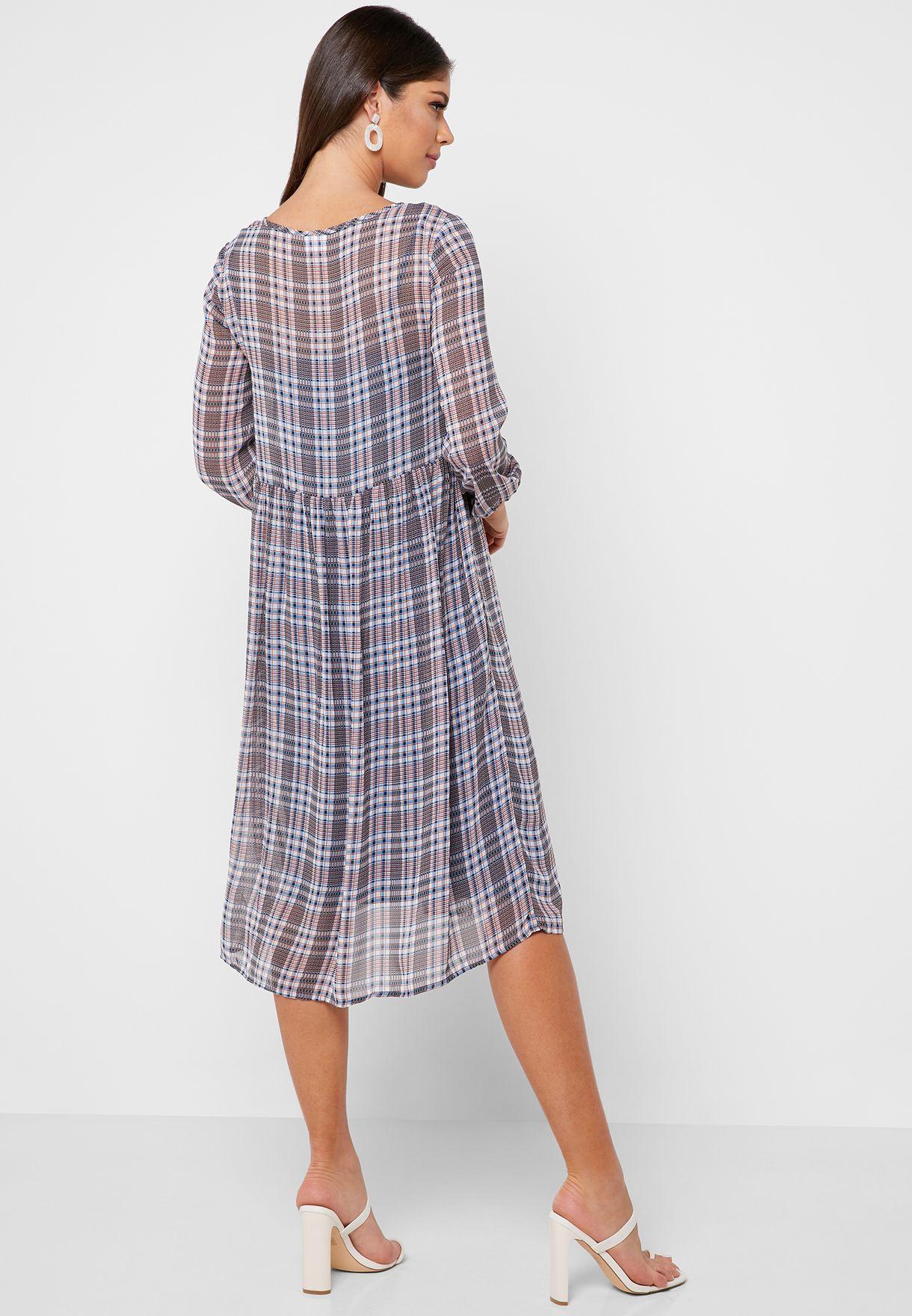 فستان شفاف بطبعات مربعات