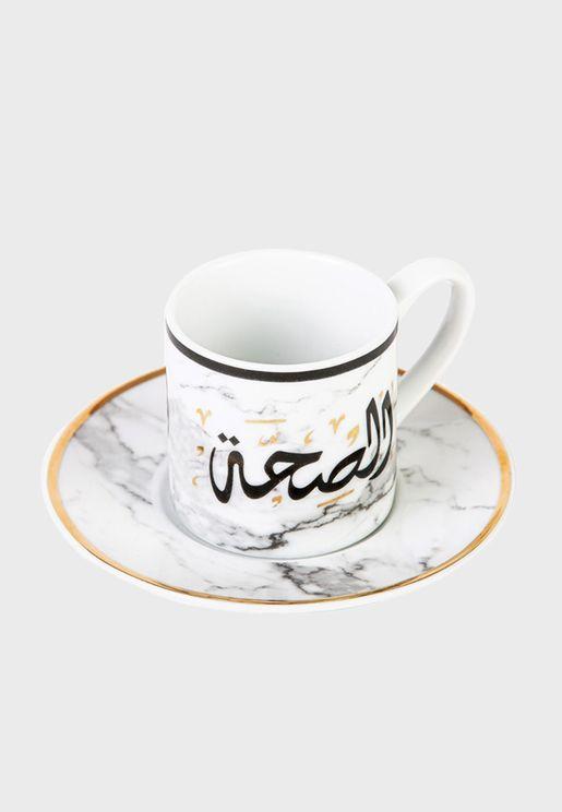كوب قهوة وصحن للتقديم