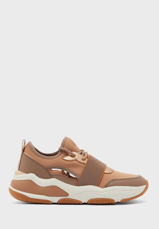 Rev Low Top Sneaker
