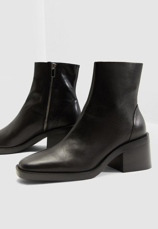 d2e03b8c55bb Arctic Low Ankle Boot