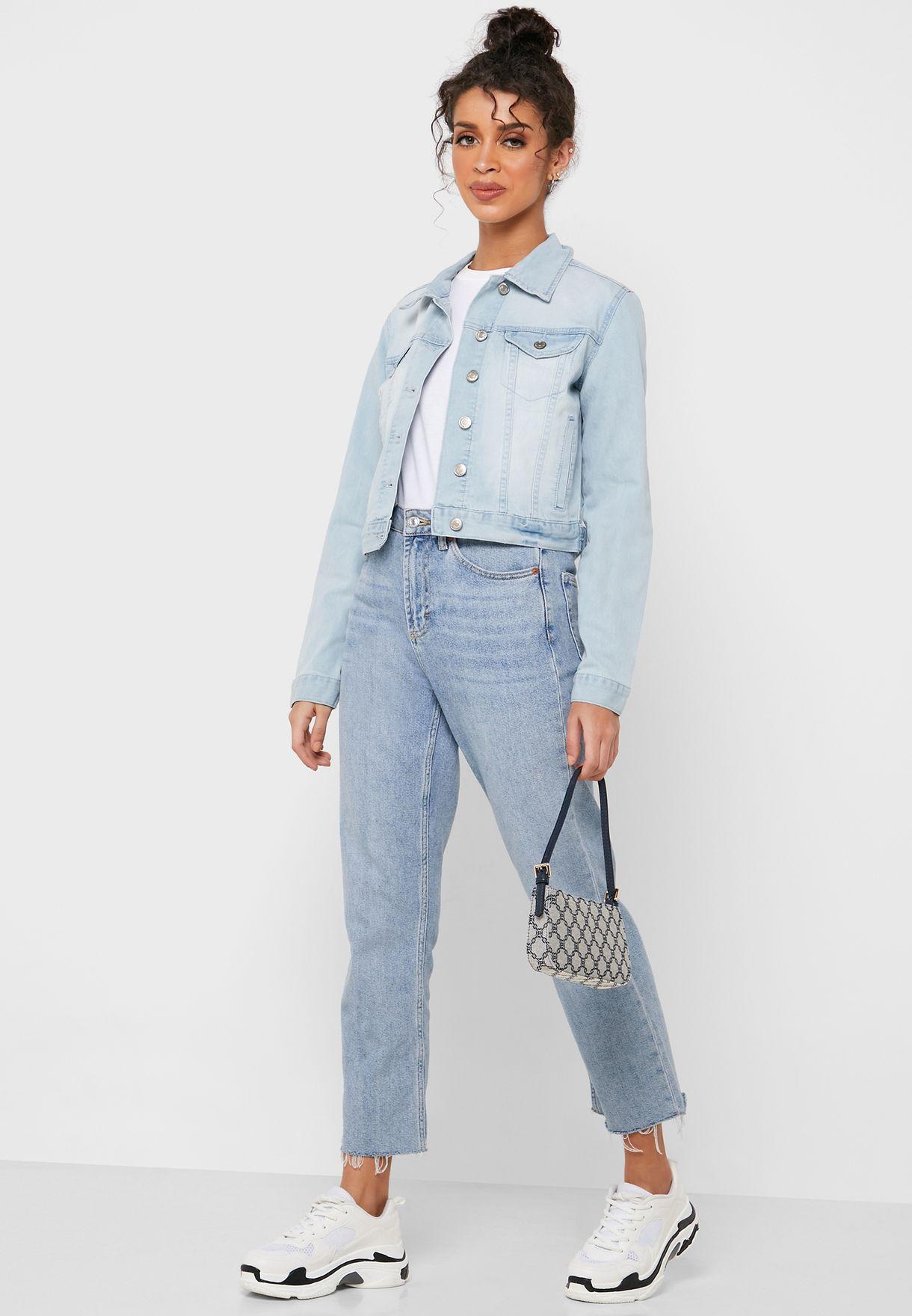 جاكيت جينز قصير