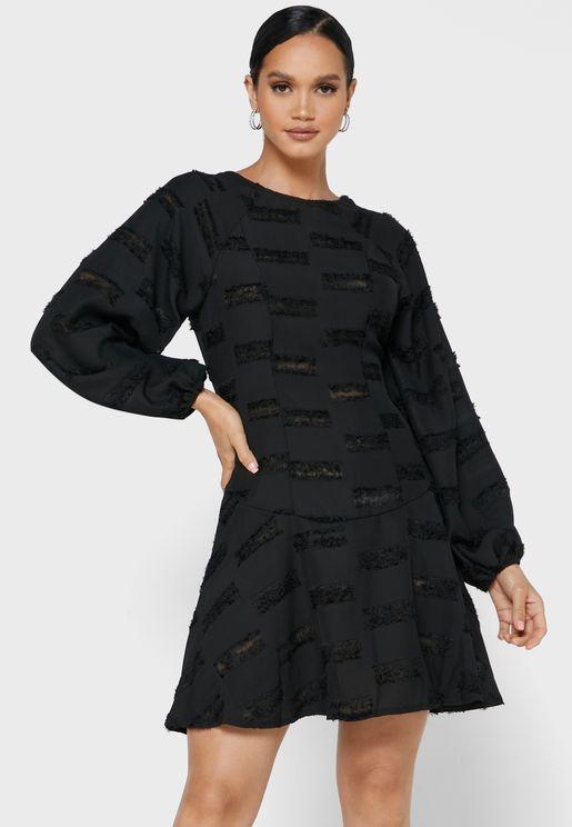 فستان بتطريز