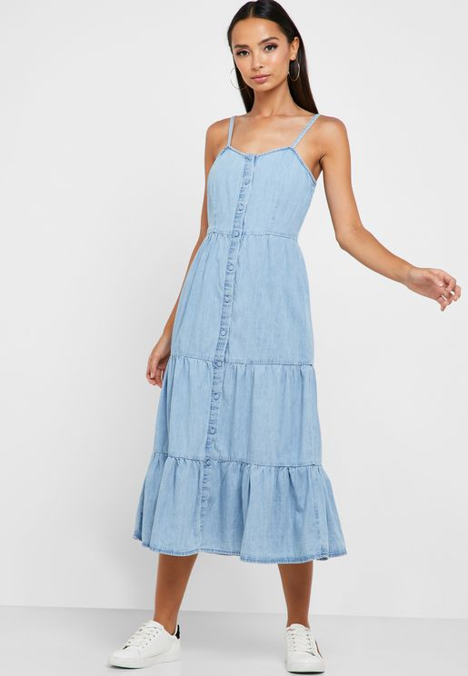 فستان جينز بحمالات رفيعة