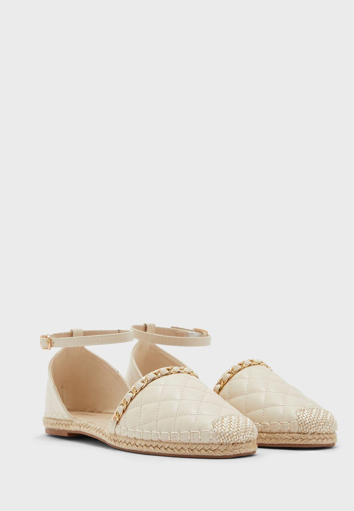حذاء مدروز بسير كاحل