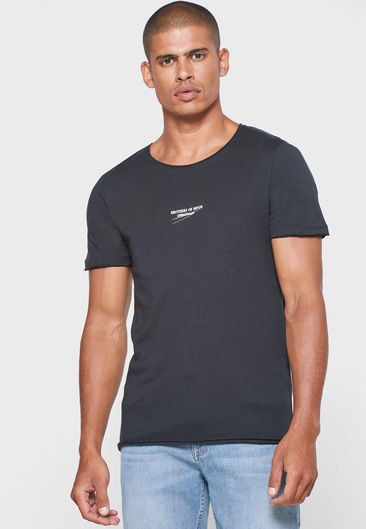 Curved Hem Slim Fit Crew Neck T-Shirt