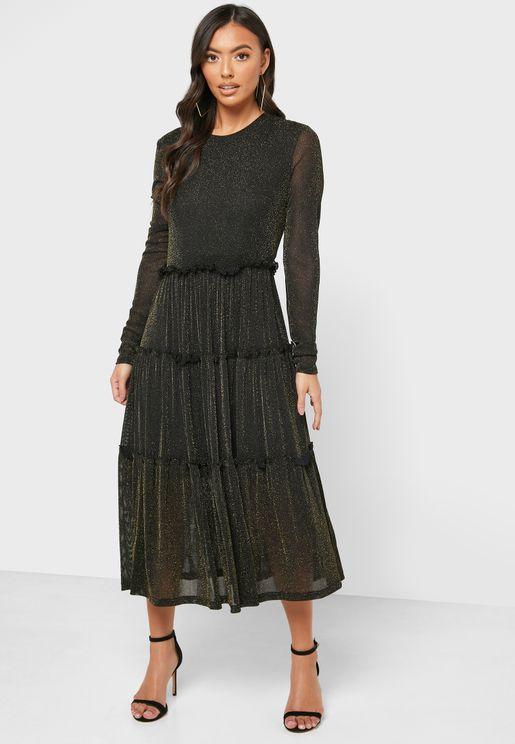 فستان مزين بذرات لامعة