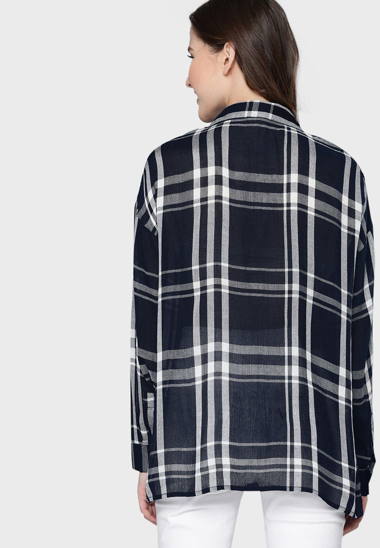 قميص بطبعة مربعات