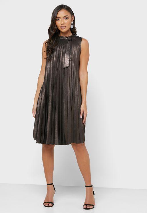 فستان ميتاليك مزين بكسرات