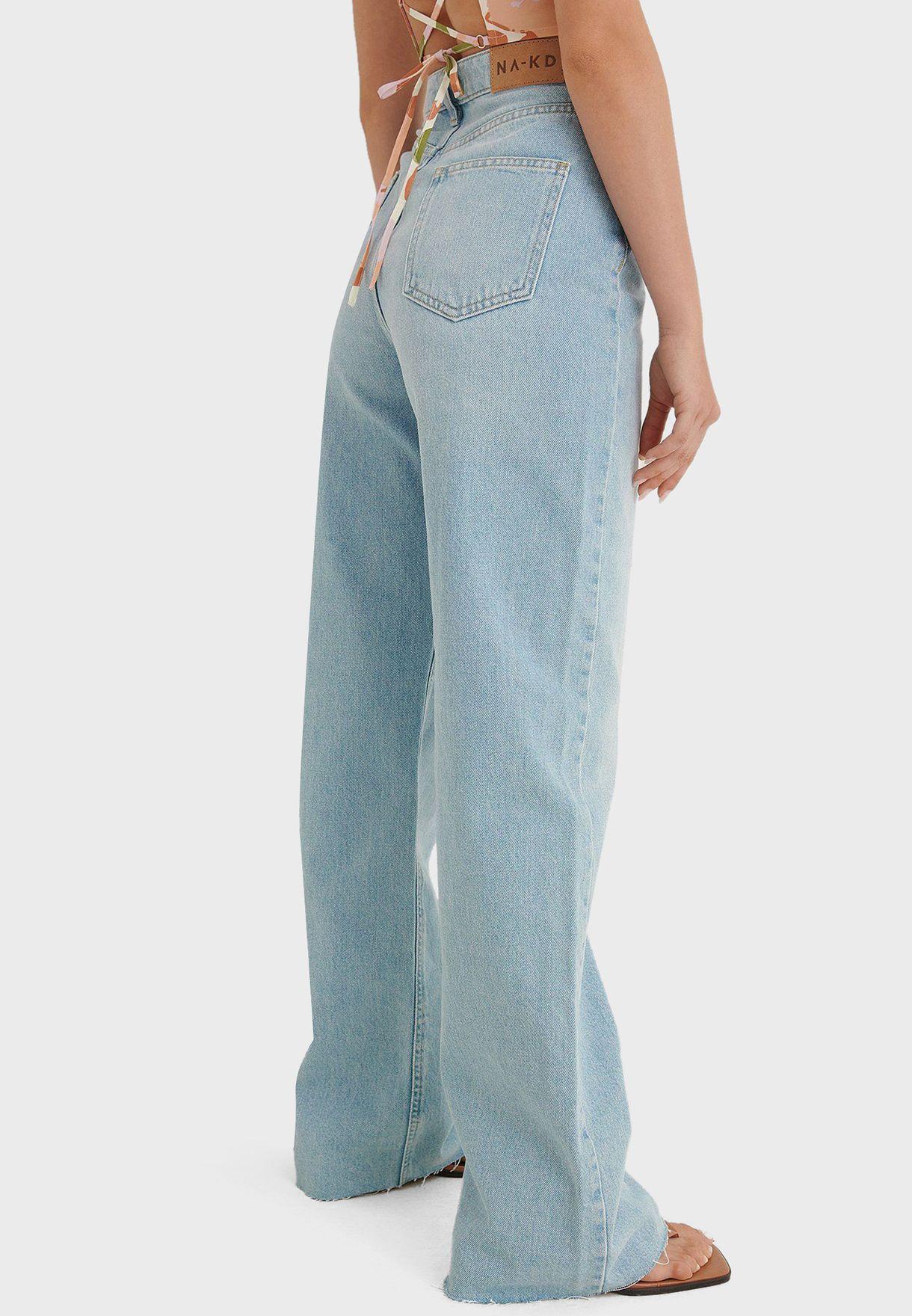 جينز بخصر عالي وقصة مستقيمة