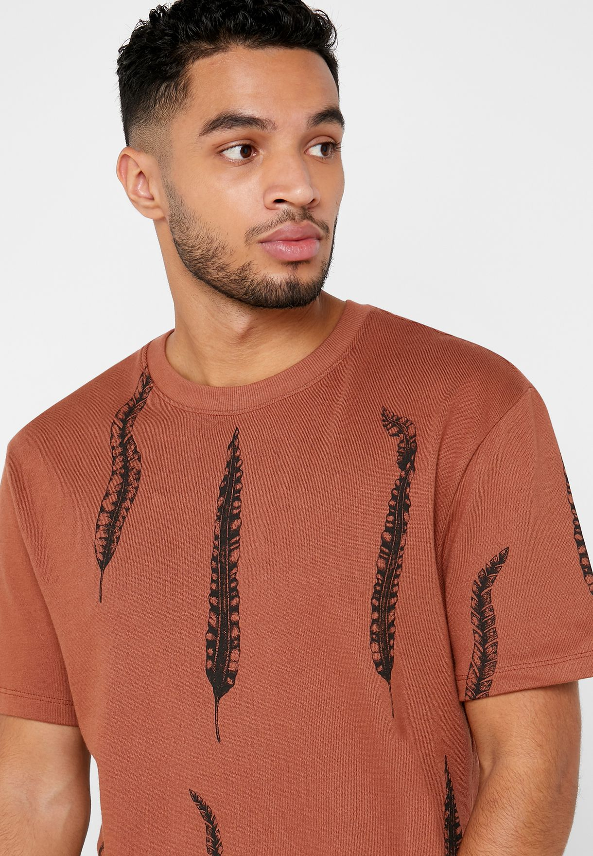 Feather Print Crew Neck T-Shirt