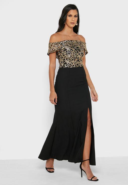 فستان مطرز بأكتاف عارية