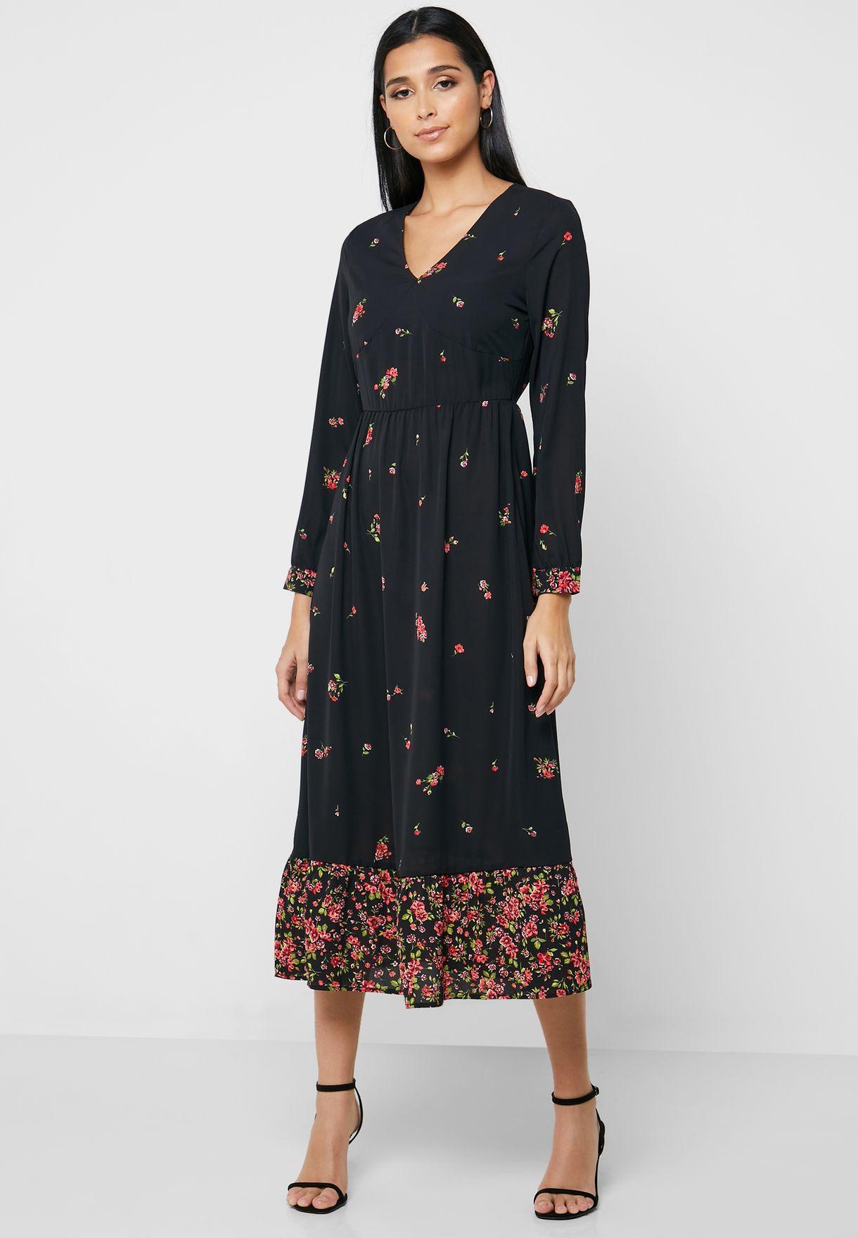 فستان مطبع بياقة V