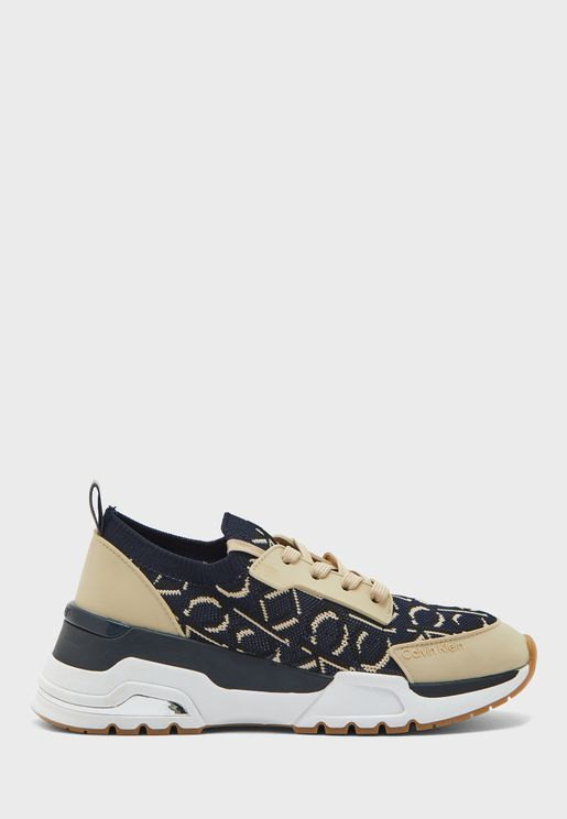 Hensley Low Top Sneaker