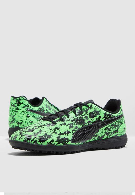 حذاء وان 19.4 للاسطح العشبية