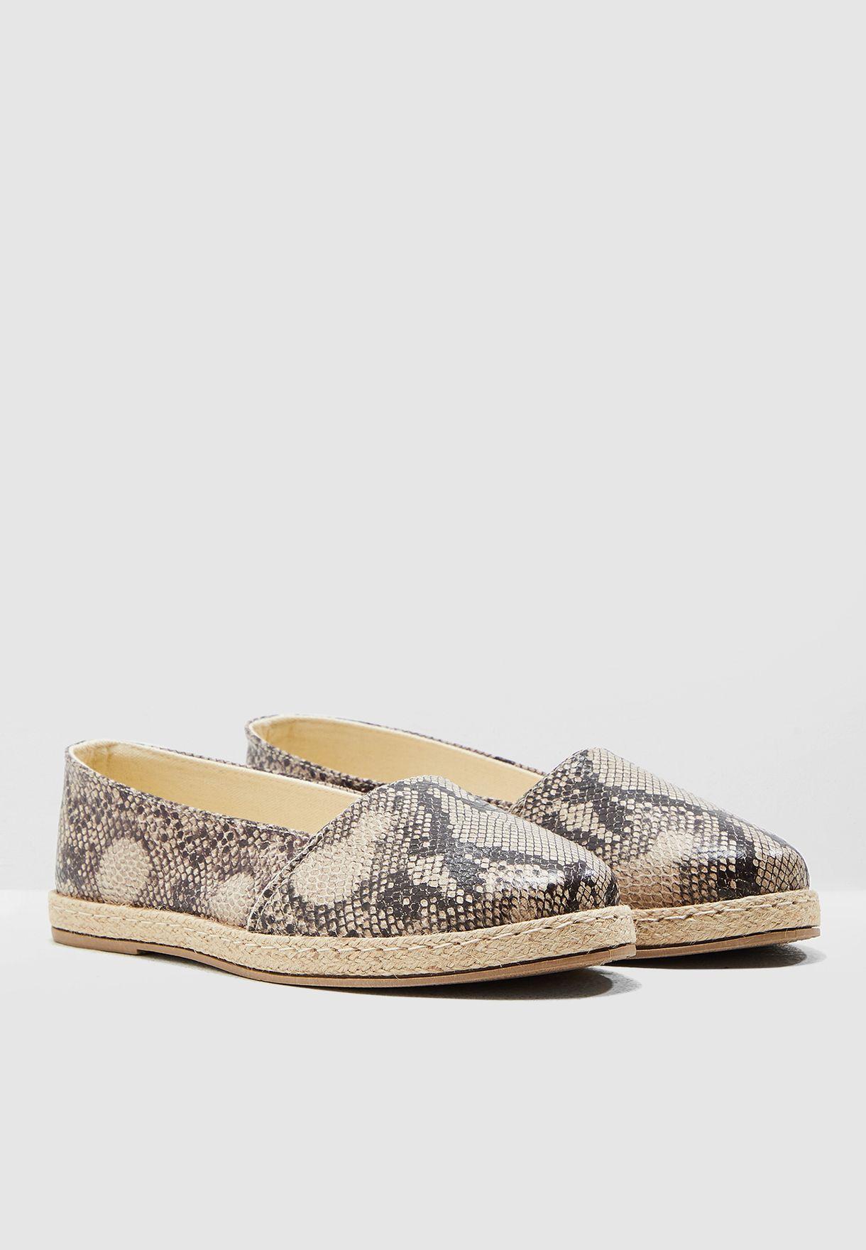 حذاء اسبادريل بطبعات جلد افعى