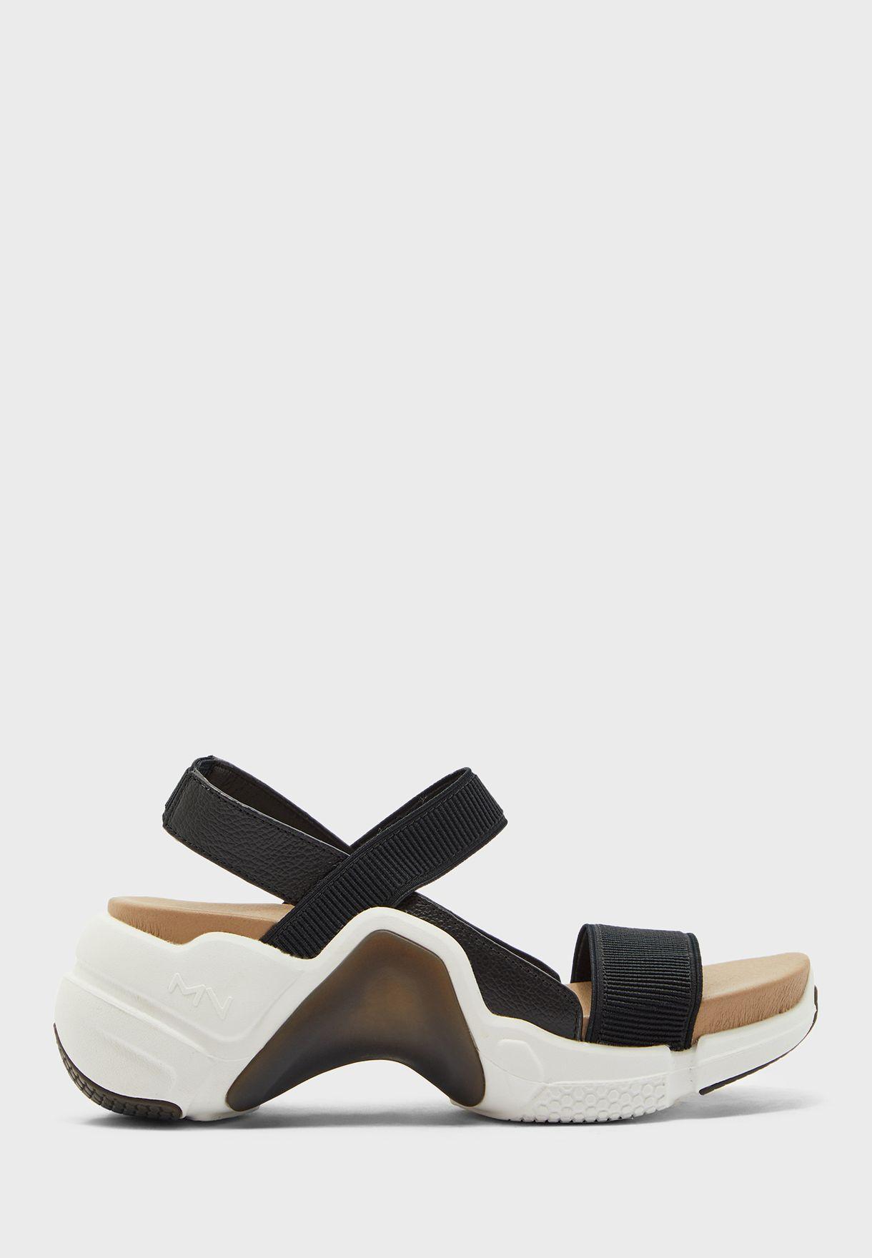 حذاء نيو بلاك