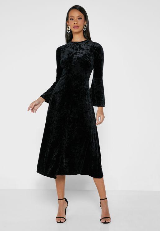 فستان مخمل بياقة دائرية