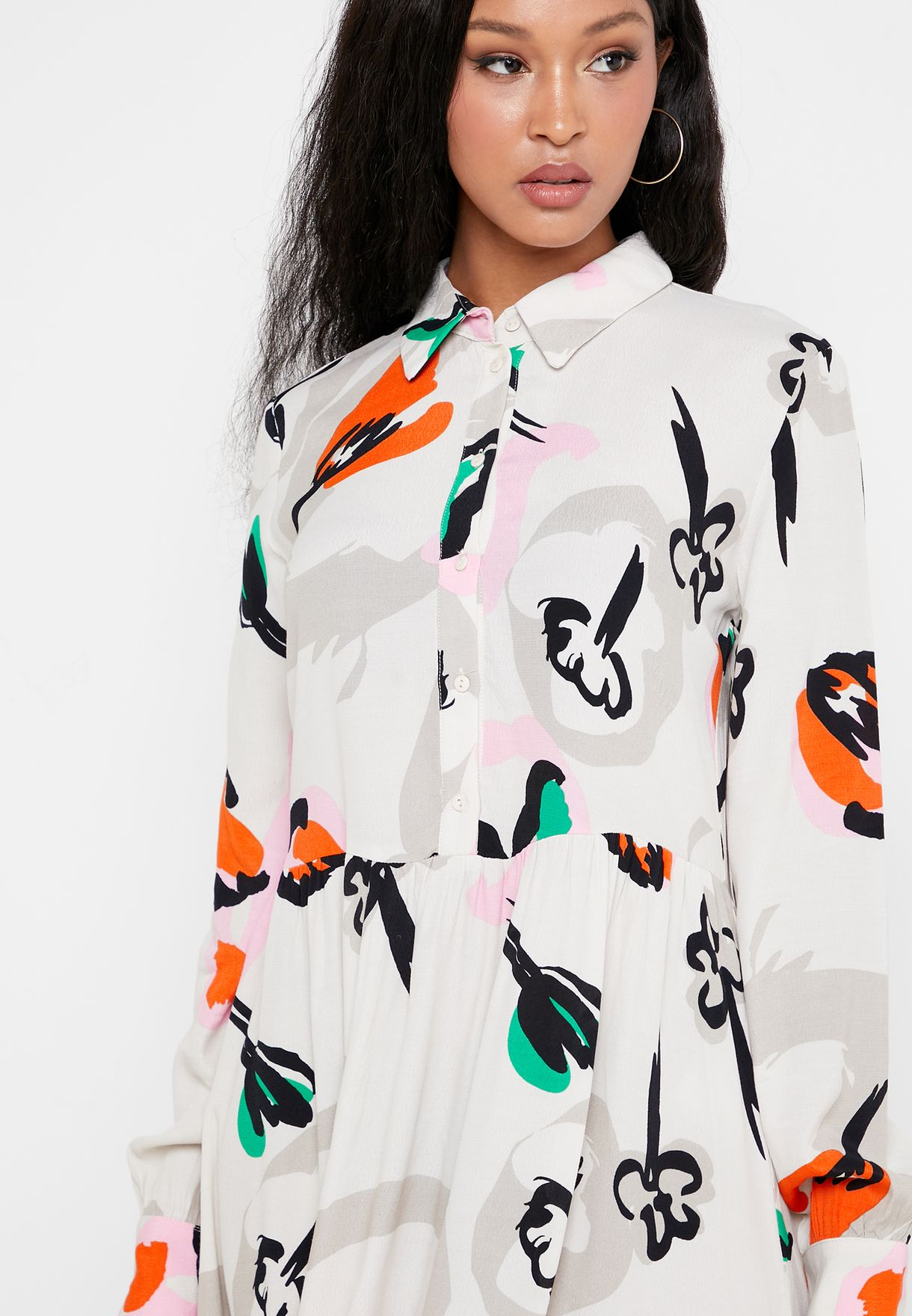فستان مطبع بأزرار امامية