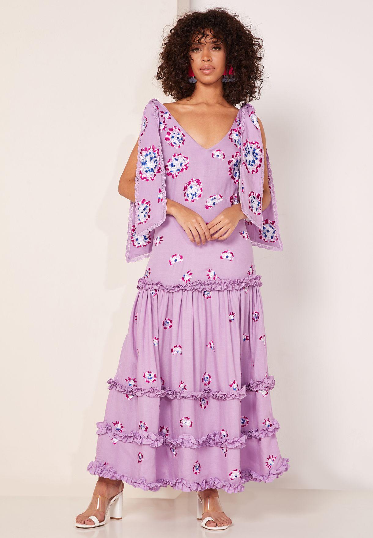 فستان بطبعات وحواف كشكش