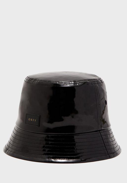 قبعة انيقة لامعة