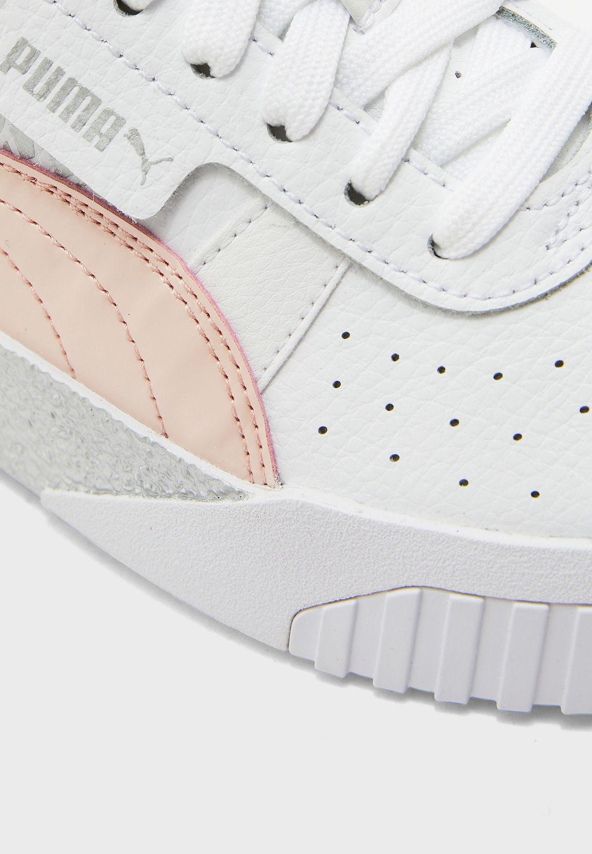 حذاء من مجموعة كالي