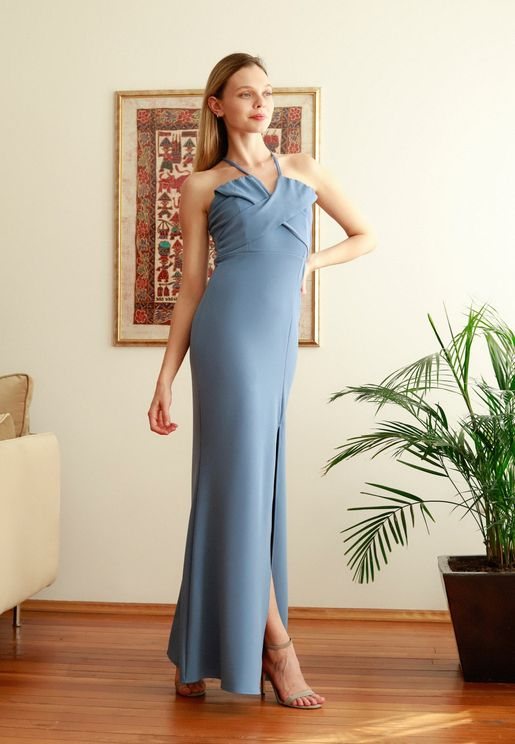 فستان بياقة رسن وشق في الامام