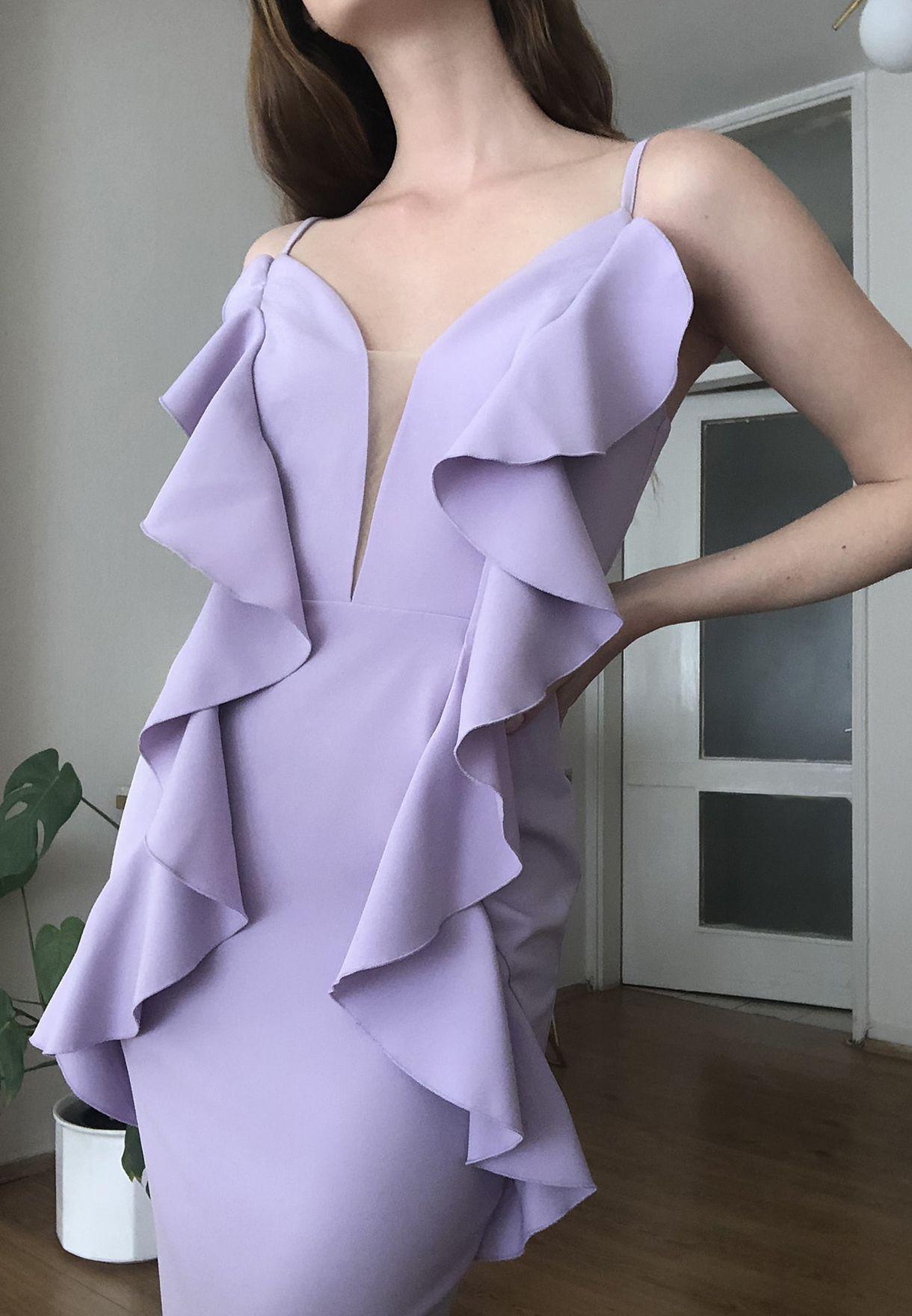 فستان بأطراف واسعة