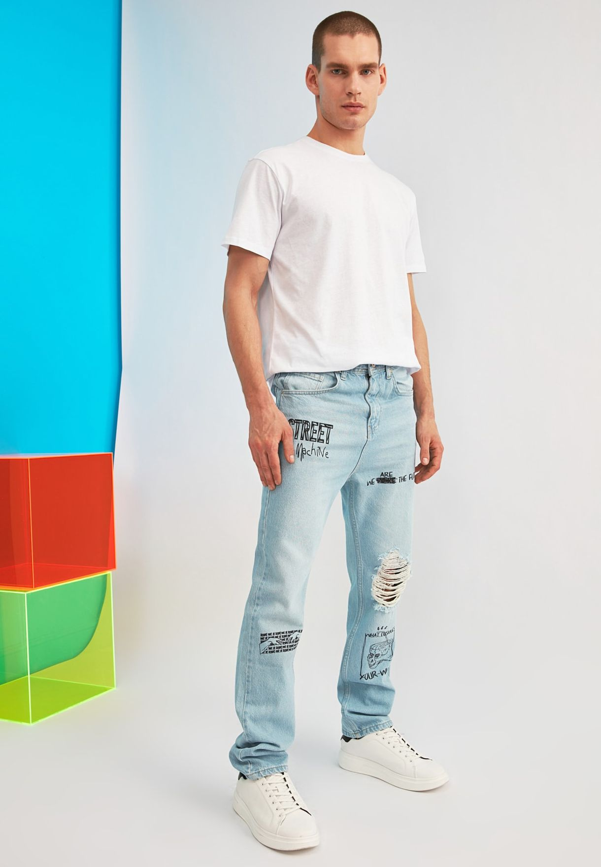 Distressed Straight Sit Jeans