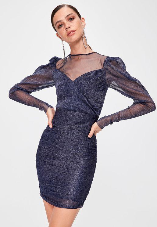 فستان بياقة قلب