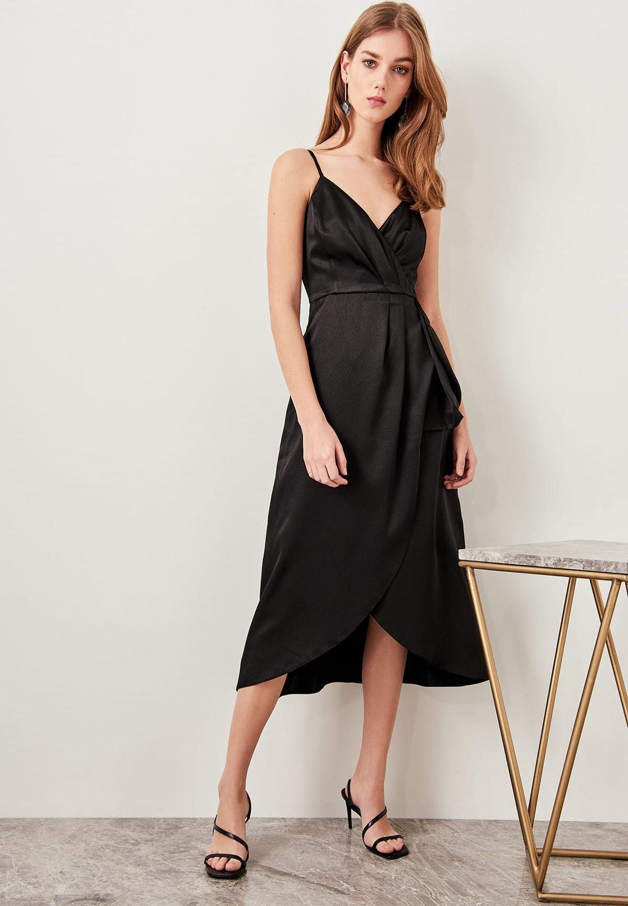 فستان مكشكش بحمالات اكتاف