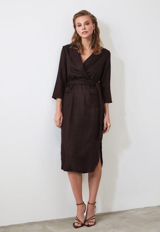 فستان كاروهات باطراف منحنية
