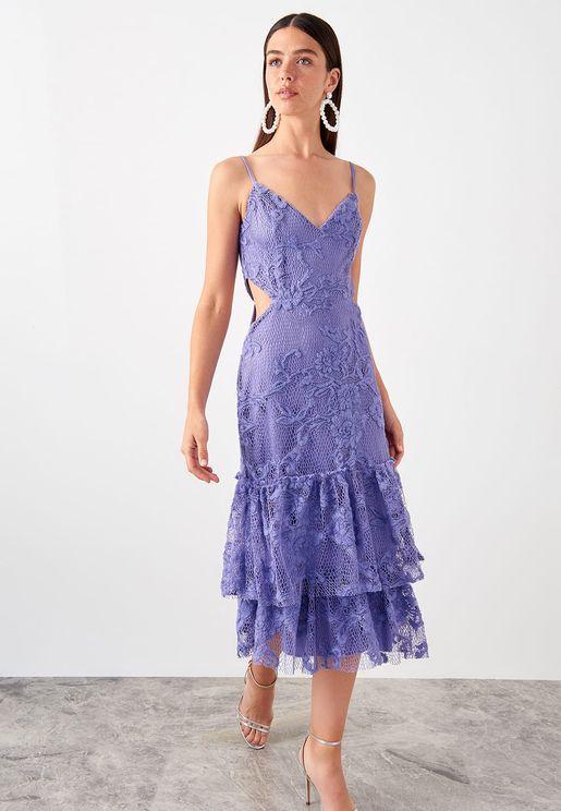 فستان دانتيل بفتحات جانبية