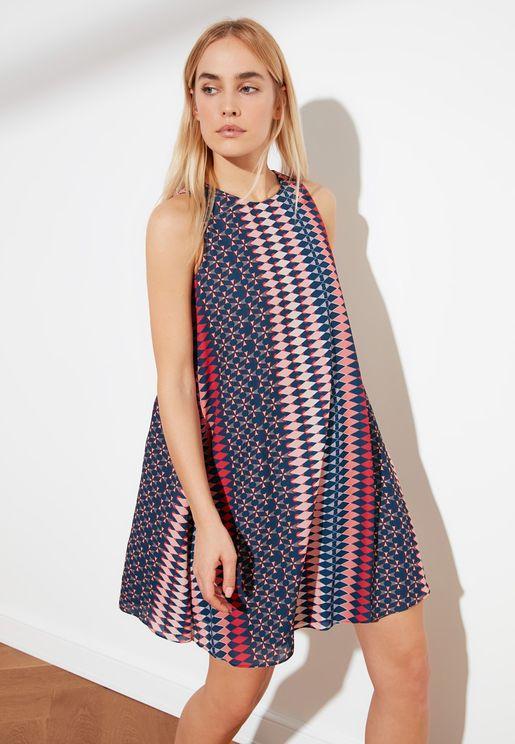 فستان بطبعات ملونة