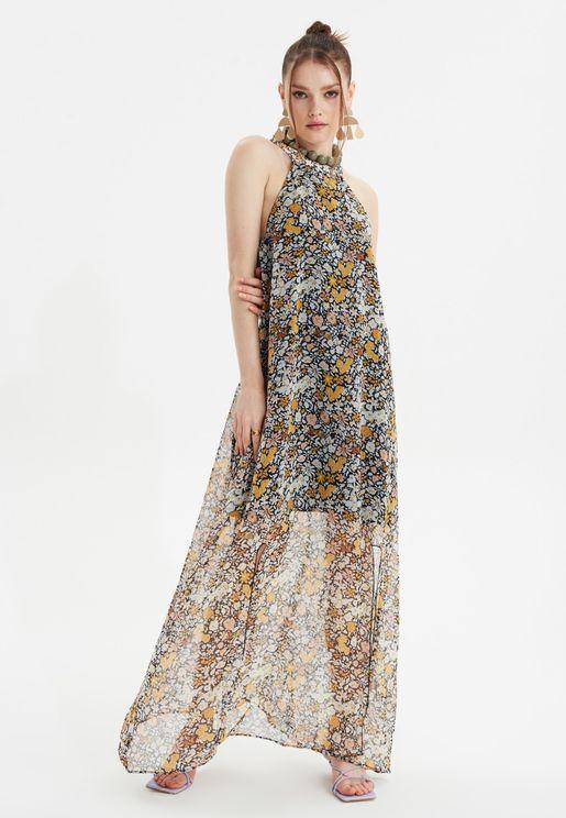 فستان بطبعات ازهار وياقة رسن وشق امامي