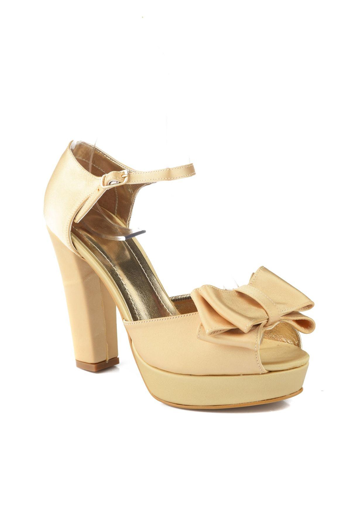 حذاء بكعب سميك ومزين بفيونكة