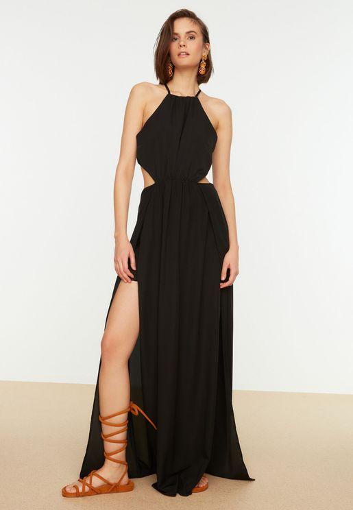 فستان بفتحات وشقوق جانبية