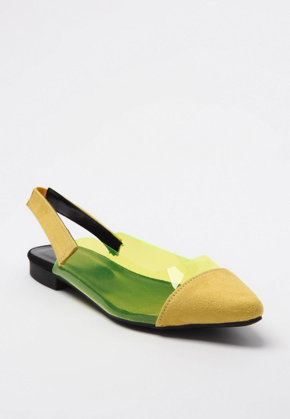 حذاء بسير خلفي