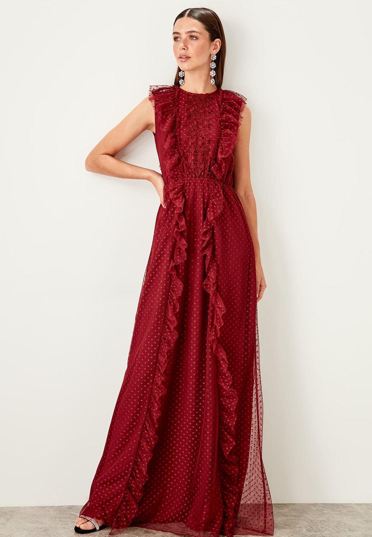 فستان منقط ومكشكش